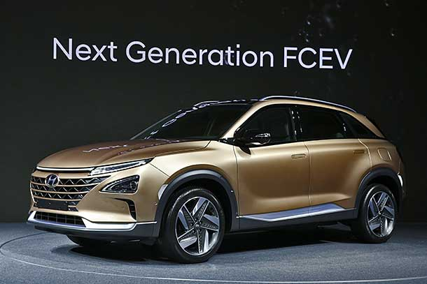 Hyundai Teases in Unveiling Its Unnamed 2018 Fuel Cell