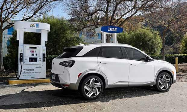 Hyundai Nexo at hydrogen fueling station